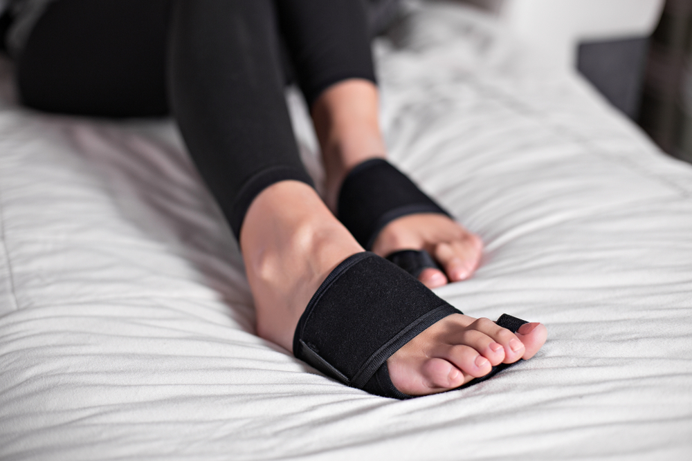 Plantar-Fasciitis-foot-pain-treatment-with-braces-support-splints