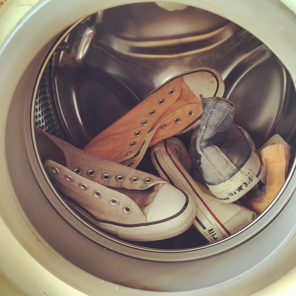 how-to-clean-canvas-shoes-in-washing-machine